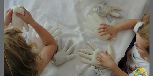 Arts & crafts: Sensory gloves