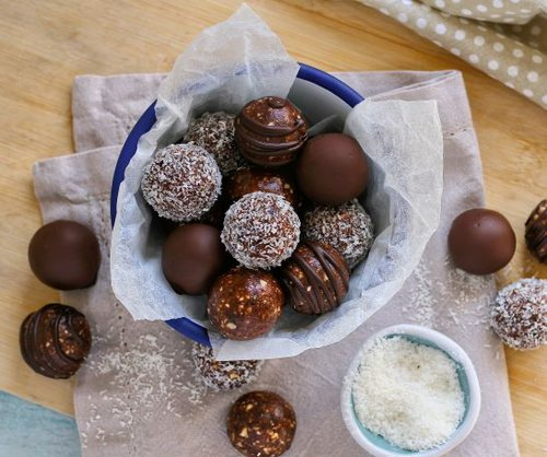 Chocolate Date and Nut Truffles | Things To Do With Kids | Inspirational | Kids Activities