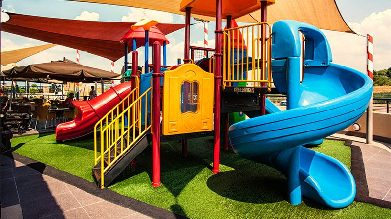 Papachinos Silverlakes outside play.jpg