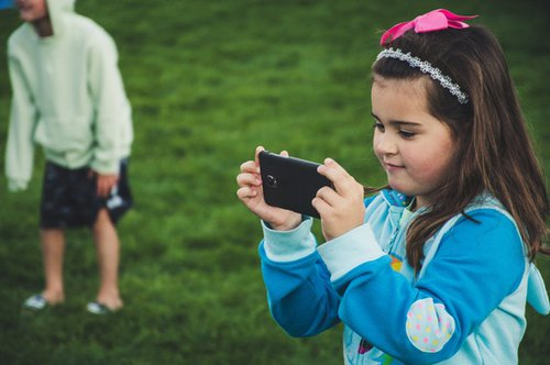 To gift that cellphone … or not? | Blog | things ot do With Kids
